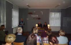 Więcej o: Teatr przy stoliku w bibliotece w Kurkach