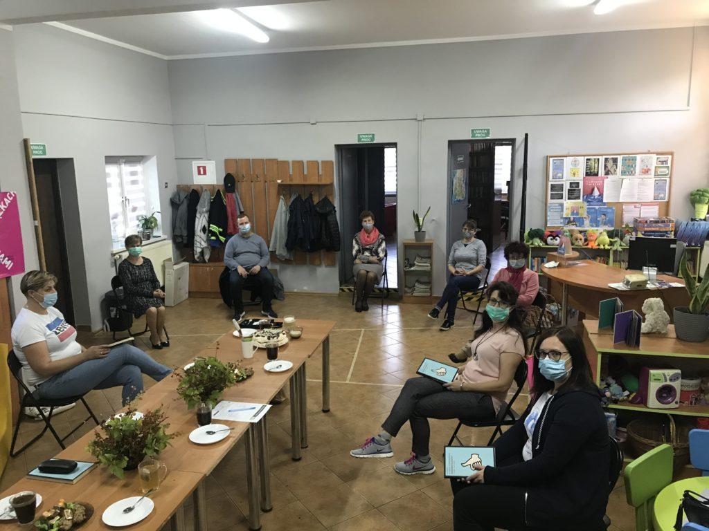 Zdjęcie ukazujące Spotkanie Dyskusyjnego Klubu Książki w Burkacie.